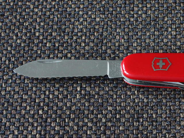Victorinox Serrated Recruit - fully serrated main blade