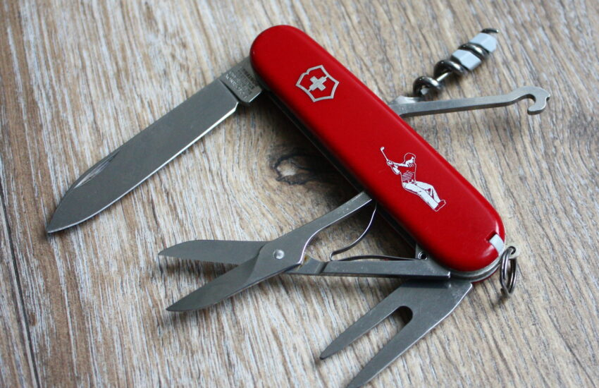 Victorinox Golfer with divot repair tool