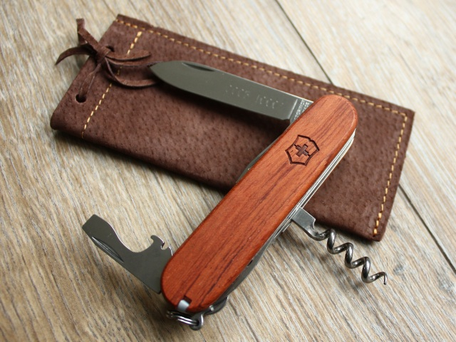 Victorinox Limited Edition Bubinga Huntsman - with puch