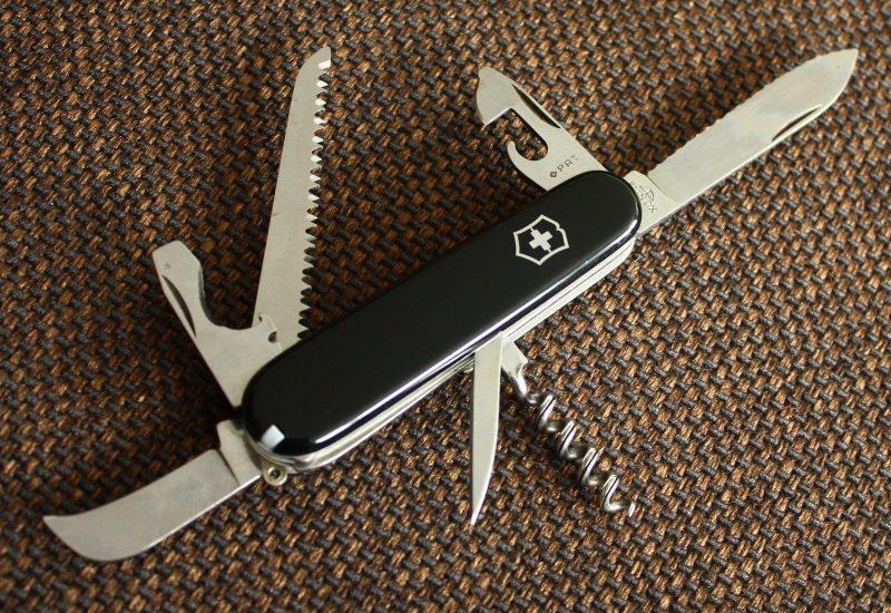 Victorinox (Elinox) 91mm Picknicker (or Campingmesser)