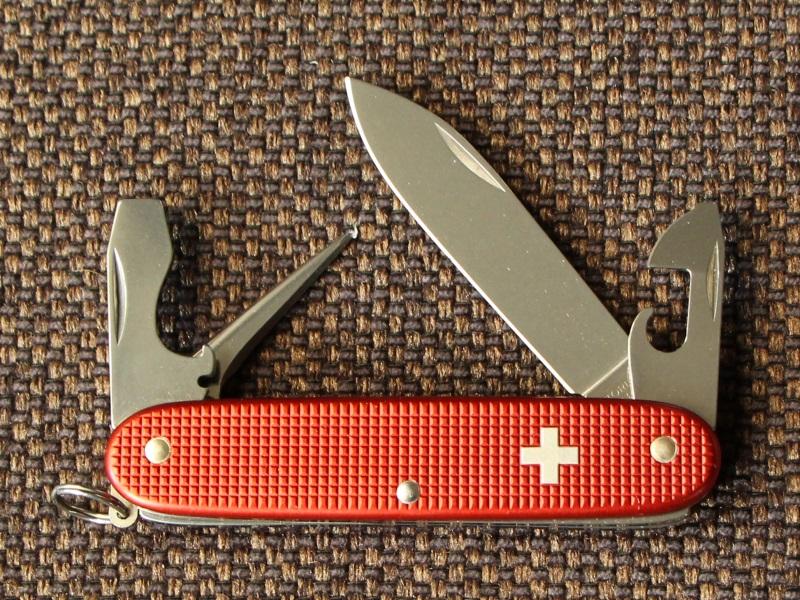 victorinox-red-pioneer-97-01