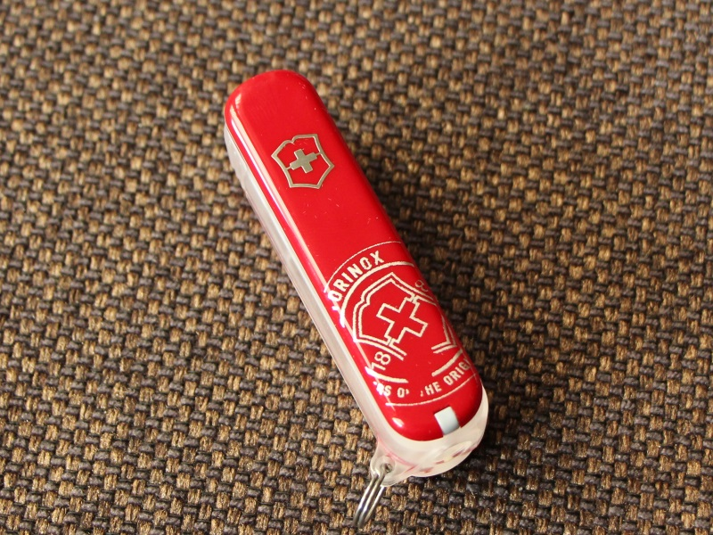 victorinox-travel-spray-red-01