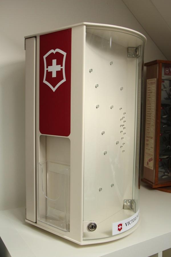 victorinox-display-cabinet-01